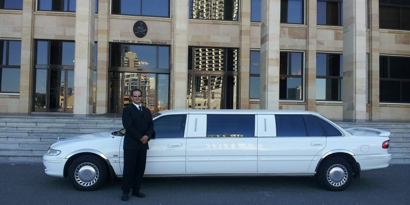 Start Your Holiday with an Airport Limo Service